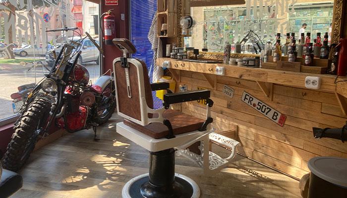 Barber Shop, barbería en Puerto de Mazarrón en El Mono Manco Beach